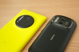 Nokia_Lumia_1020_vs._Nokia_808_PureView