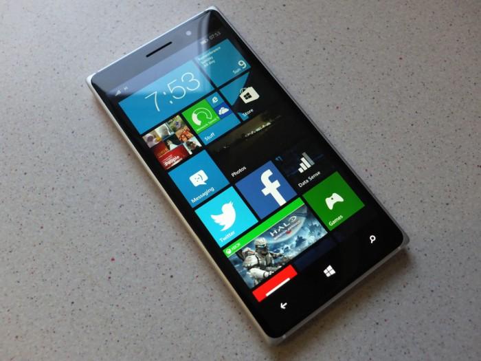 Nokia-Lumia-830-Pic1-700x525