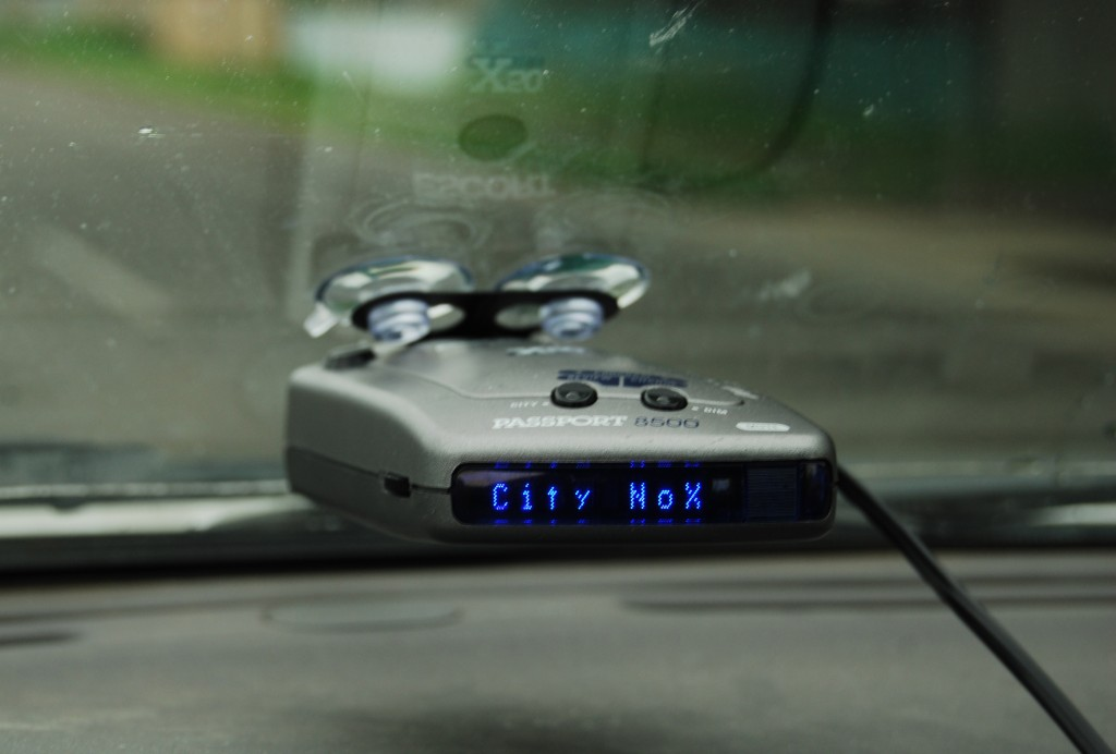 Radar_Detector._canada._Escort_Passport_8500_x50_blue_3635