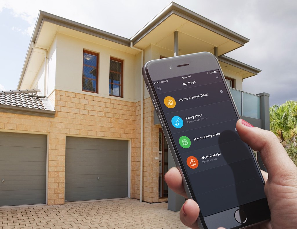 Now your garage is smart enough to open the doors itself for Garage smart pantin