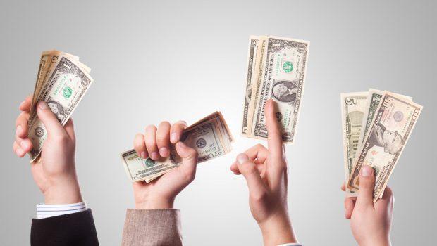 hands_holding_money