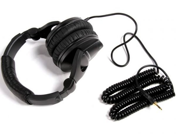 listening in comfort 5 of the best studio headphones to upgrade your experience techno faq. Black Bedroom Furniture Sets. Home Design Ideas