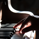 What Are the Benefits of Online Piano Lessons?