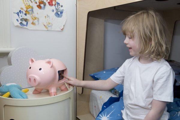 https://thegadgetflow.com/wp-content/uploads/2018/04/GoSave-Smart-Piggy-Banks-01.jpg