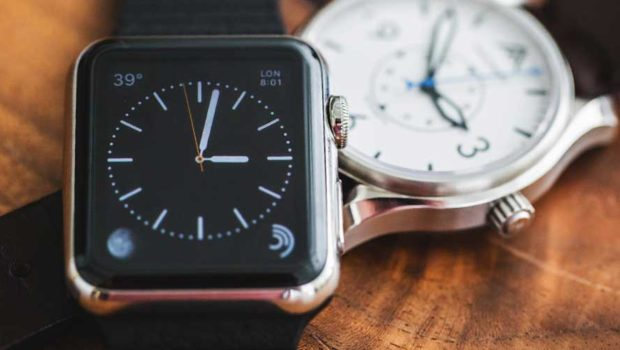 Traditional Watches vs Smart Watches – Why People Still ...