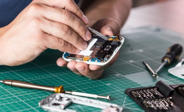 C:\Users\Bala\Downloads\phone_repair_shop_1.jpeg