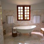 A Freestanding Bathtub: Pros and Cons