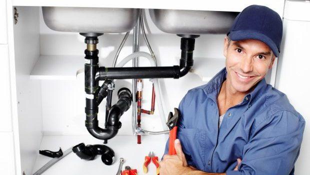 VIGILANT-plumber-fixing-a-sink-shutterstock_132523334-e1448389230378-620x400.jpg