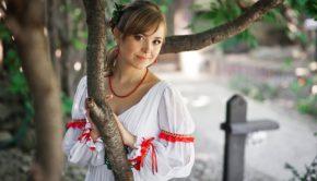 https://p1.pxfuel.com/preview/617/475/681/ukraine-wedding-bride-to-marry-dress.jpg