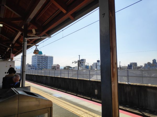 A commuter railway platform in Enmachi, Kyoto