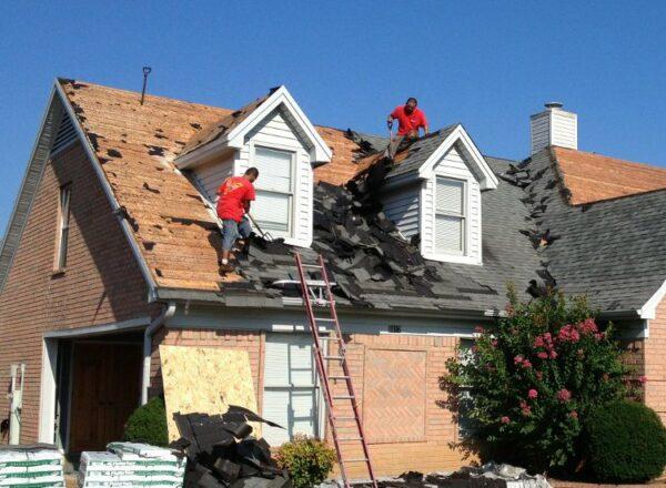 roof repairers.jpg